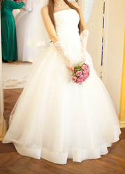 Свадебное платье,  фата,  перчатки