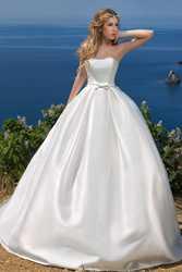Комплект свадебный : шикарное платье и фата.